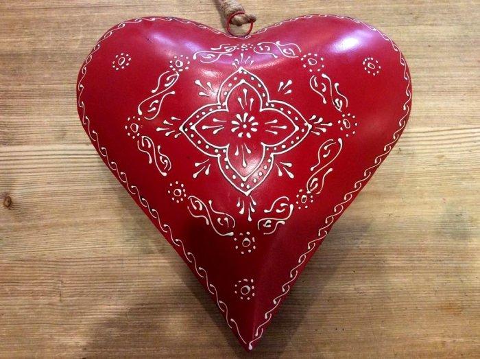 Coeur rouge bomb et d cor d 39 arabesques blancs m tal - Decoration coeur rouge ...